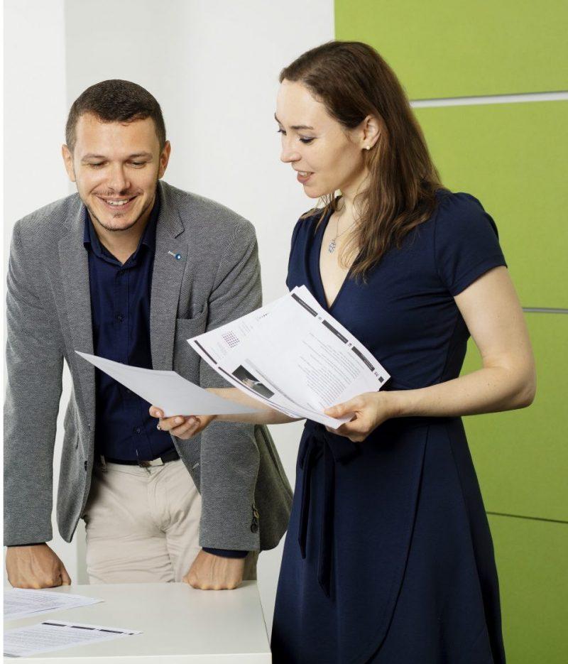 Florian Winkler und Christina Krey Sichtung Kandidatenunterlagen