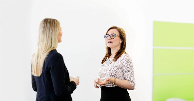 SOLUTE Mitarbeiter im Gespräch